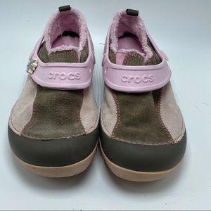 Crocs suede charm jibbitz shoe/sneaker/slip on